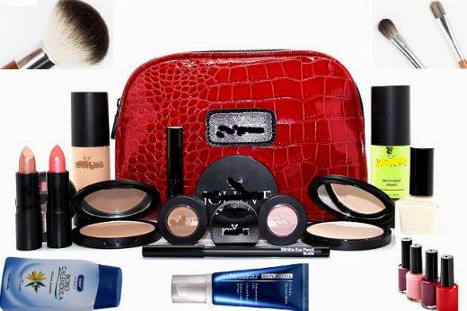 जानिए सौन्दर्य प्रसाधनों का गलत इस्तमाल क्यों है खतरनाक- Cosmetics Side Effects