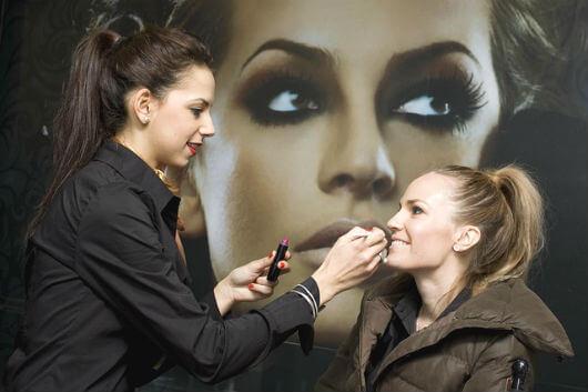 garmi me makeup kaise kare summer makeup जानें, गर्मी में मेकअप करने के विधि - Summer Makeup Tips