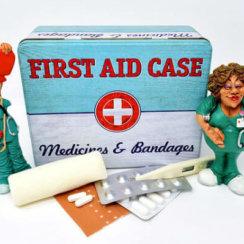 प्राथमिक चिकित्सा का महत्त्व तथा फर्स्ट ऐड बॉक्स में क्या-क्या होना चाहिए First Aid box kit list prathmik chikitsa mahttav