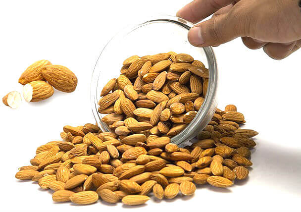 बादाम खाने के फायदे तथा बादाम के बेहतरीन औषधीय गुण badam khane ke fayde nuksan tarike