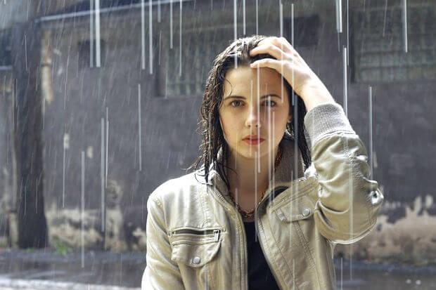 मानसून में बालों की देखभाल के टिप्स : बारिश में बालों की देखभाल के नुस्खे barish me balo ki dekhbhal